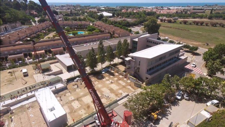 Ampliación de la escuela Montagut en Santa Susana. Montaje de estructuras pre-fabricadas con la LTM 1450-8.1