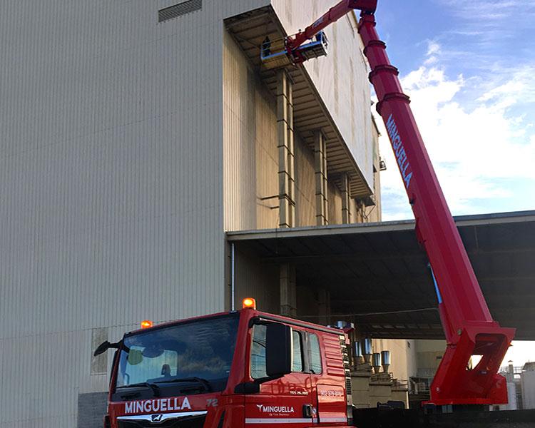 STEIGER® T570 HF ideal para trabajos en altura con difícil acceso
